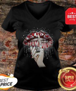 Lips Diamond Kansas City Chiefs Champions Super Bowl V-neck