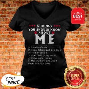 Nice 5 Things You Should Know About Me I Have Tattoos And Love Dogs V-Neck