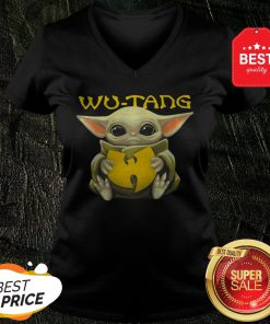 Pretty Star Wars Baby Yoda Hug Wu – Tang Clan V-Neck